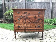Vintage Chest of Drawers with Cow Parsley Stencil - Diy Furniture Beds Ideen Funky Furniture, Refurbished Furniture, Paint Furniture, Repurposed Furniture, Furniture Projects, Furniture Makeover, Bedroom Furniture, Furniture Design, Entryway Furniture