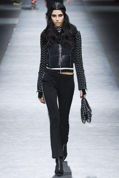 Versace Fall 2016 Ready-to-Wear Fashion Show - Diana Galimullina Fashion Week, Runway Fashion, Winter Fashion, Fashion Show, Fashion Design, Women's Fashion, Versace Top, Versace Brand, Versus Versace