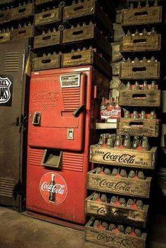 Coca-Cola, Coke an oldie for sure, vending machine Coca Cola Drink, Coca Cola Bottles, Pepsi Cola, Vintage Coca Cola, Photo D'architecture, Soda Machines, Vending Machines, Coke Machine, Root Beer
