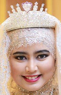 Tiara Mania: Diamond Tiara worn by Princess Hafizah of Brunei