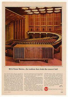 Vintage Electronics/ TV of the (Page Shabby Chic Porch, Shabby Chic Mirror, Vintage Stereo Console, Dark Green Walls, Shabby Chic Painting, Retro Sofa, Retro Wallpaper, Retro Home Decor, Mid Century Modern Design