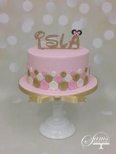 Girls spotting dotty pink, white and gold minnie mouse inspired 1st birthday cake #samssweettreatswalesuk