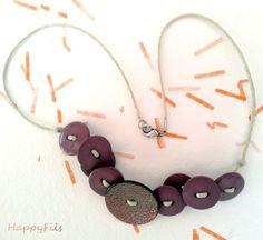 Violetas,Gargantilla de botones / HappyFils - Artesanio