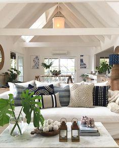 Coastal Living Rooms, Home Living Room, Living Room Designs, Coastal Cottage, Coastal Style, Hamptons Living Room, Kitchen Living, Modern Coastal, Coastal Homes