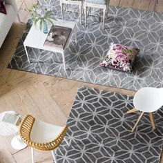 Caretti Pebble Rugs by Designers Guild feature a geometric pattern lifting out of the evocative neutral linen tones, provides structure and an architectural quality. Bamboo Rug, Tricia Guild, Grey Room, Striped Rug, Geometric Rug, Designers Guild, Modern Rugs, Living Rooms, Living Spaces