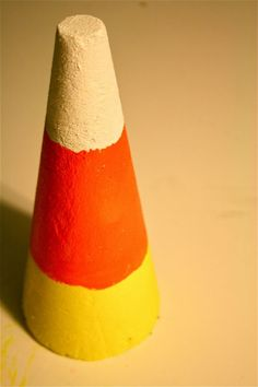 Halloween craft: Giant candy corn from floral foam and paint Easy Halloween Crafts, Holiday Crafts, Halloween Decorations, Halloween Ideas, Holiday Ideas, Holiday Decor, Halloween Birthday, Fall Halloween, Birthday Bash