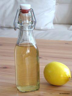 Homemade Lemon Extract #recipe #homemade #lemonextract via unihomemaker.com