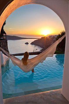 Santorini, Grecia .... es el lugar donde se pueden ver los atardeceres mas bellos del mundo