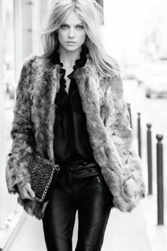 Hair, jacket, leather trousers, print bag....whats not to love?
