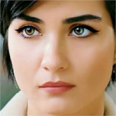 Those eyes.....perfect eyeliner Most Beautiful Faces, Beautiful Eyes, Beautiful Women, Iraqi Women, Turkish Beauty, Actrices Hollywood, Beautiful Actresses, Pretty Face, Beauty Women