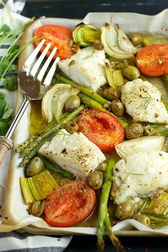 Mediterranean Diet This Sheet Pan Mediterranean Cod is a quick and easy 20 minute hands-free dinner, loaded with veggies! - This Sheet Pan Mediterranean Cod is a quick and easy 20 minute hands-free dinner, loaded with veggies and perfect for the week. Cod Recipes, Greek Recipes, Fish Recipes, Seafood Recipes, Cooking Recipes, Healthy Recipes, Easy Mediterranean Diet Recipes, Mediterranean Dishes, Fish Dishes