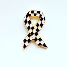 Nice chequered police bow, clutch fixing. Personalised Badges, Custom Coins, Bow Clutch, Charity, Police, Enamel, Jewelry Making, Bows, Metal