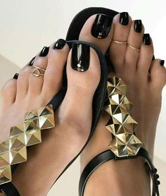 I'm posting the last few photos of this pedi, enjoy them and your weekend 😘😘😘 Black Toe Nails, Pretty Toe Nails, Sexy Nails, Sexy Toes, Pretty Toes, Black Nail, Feet Soles, Women's Feet, Black Pedicure
