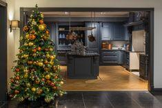 Ambius biedt een variërend kerstassortiment. Neem contact met ons op via 0800 - 2600 100 of bestel direct via onze webshop.    Wij nemen u al het werk uit handen zodat u optimaal van de kerst kunt genieten  www.webshop-ambius.nl  #mooistetijdvanhetjaar #ambius #kerst #kerstdecoraties #kerstopkantoor #sfeerbeleving