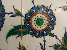 Motif – Tulip (Lale) | Çini: The Classical Turkish Art of Tile Painting