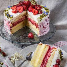 Swedish Strawberry Cake - Midsommar in . - Swedish strawberry pie – Midsommar in Sweden Informations About Schwedische Erdbeertorte – Midso - Beef Pies, Mince Pies, Baking Recipes, Cake Recipes, Red Wine Gravy, Cheesecake, Flaky Pastry, Strawberry Pie, Breakfast Buffet