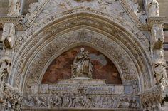 Messina, Piazza Duomo, Cattedrale di Maria SS. Assunta, Madonna am Hauptportal (Cathedral, Madonna over the main portal)