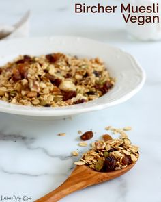 Enjoy this easy homemade recipe for vegan Bircher muesli that is completely customizable and creates the ultimate, delicious and healthy vegan breakfast meal. Easy meal prep this healthy breakfast muesli for quick and easy meals or snacks all week long! #Vegan #VeganRecipe #VeganBreakfast #GlutenFree #GlutenFreeRecipe #DairyFree #DairyFreeRecipe #DairyFreeBreakfast #SoyFree #Eggless #SoyFree #SugarFree #NoSugar #Oatmeal #OvernightOats #Muesli #Breakfast #HealthyBreakfast #BreakfastRecipe Vegan Baked Oatmeal, Vegan Oatmeal Cookies, Vegan Overnight Oats, Healthy Vegan Breakfast, Nutritious Breakfast, Dairy Free Recipes, Vegan Recipes, Gluten Free, Muesli Recipe