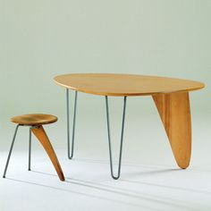 Dinette Table by Isamu Noguchi / Herman Miller Furniture 1949 Table Furniture, Vintage Furniture, Modern Furniture, Furniture Design, Vitra Design Museum, Isamu Noguchi, Mid Century Modern Design, Chair Design, Decoration