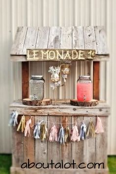 A spectacular teachable moment is the lemonade stand for children and a really fun one for parents, we invite you to take on your DIY Lemonade Sand project! Kids Lemonade Stands, Lemonade Stand Wedding, Bar Deco, Stand Feria, Drink Stand, Idee Diy, Bar Drinks, Drink Bar, Outdoor Parties