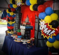 Choosing the right theme for the party: this is the hardest thing: 10 theme ideas for a 3 year old birthday celebration party Marvel Baby Shower, Superhero Baby Shower, Superhero Theme Party, Spider Man Party, Avenger Party, Superman Party, Avengers Birthday, Batman Birthday, Superhero Balloons