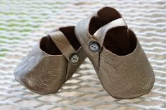 Free baby shoe pattern. I think I'll size it down for doll shoes.