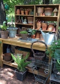 Fitted with that old sink … Totally cool & well-organized garden potting station. Fitted with that old sink basin. Storage Shed Kits, Garden Storage Shed, Garden Sheds, Small Garden Storage Ideas, Storage Organization, Bench Storage, Big Garden, Garden Pots, Garden Table