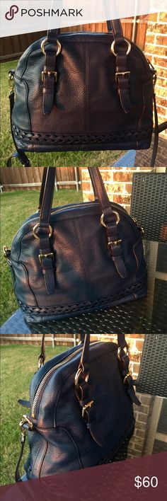 Michael Kors Navy Crossbody Purse Michael Kors Crossbody Purse in Navy. It is in excellent condition. Very soft purse! Gorgeous navy color! I ship same or next day :) Michael Kors Bags Crossbody Bags