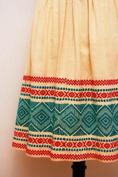 Vintage 1970s Folk Mexican Embroidery Skirt / Aztec Design / High Waist / Medium