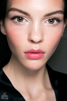 How to get long, full lashes with just mascara! No false eyelashes needed! Mascara Tips and Tricks from a Beauty Editor
