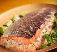 Ингредиенты:  - 1,5 лосося  - 300 гр креветок  - 250 гр нежирного сыра  - 2 лимона  - 1 репчатый лук  - соль - по вкусу  - черный моло...