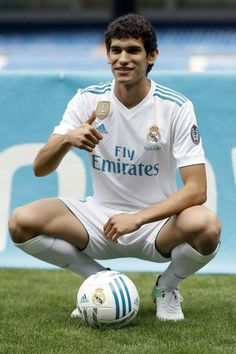 Jesus Vallejo the new Real Madrid Player! Best Football Team, Football Players, Real Madrid Players, Perfect Legs, Club, Beautiful Legs, Champion, Soccer, Running