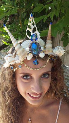 Mermaid crown seashells, blue jewels, pearls, glass beads and love Mermaid Costume Makeup, Mermaid Outfit, Mermaid Costumes, Seashell Crown, Mermaid Crown, Seashells, Festival Fashion, Crowns, Mermaids