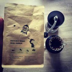 Dziś budzę się słodyczą Brasilia Aqua Limpa z palarni @rocketbean. A smak dużo orzechów. @coffeedeskpl #baristadaily #harioskerton #kalita #hario #kalitawave #kalitawave155 #alternativebrewing #brewslow #brewedcoffee #manualbrew #manualbrewing #coffeeroaster #coffeegeek #coffeeholic #coffee #kawa #blackcoffee #specialtycoffee #rocketbean #drip #dripper #coffeedrip #coffeedripper #poznan #poznań #coffeedesk http://ift.tt/20b7VYo