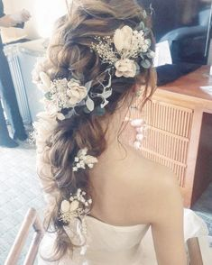 """Low Messy Chignon for Short Hair - 40 Best Short Wedding Hairstyles That Make You Say """"Wow! Easy Bun Hairstyles, Bride Hairstyles, Hairstyles Haircuts, Kinds Of Haircut, Hot Hair Styles, Wedding Hair Inspiration, Short Wedding Hair, Wedding Hair Accessories, Prom Hair"""
