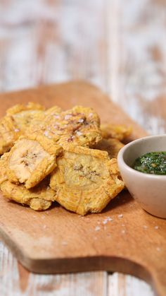 Tostones - - Tostones There& so much flavour you can& contain hidden in this plantain Plantain Recipes, Vegan Recipes, Cooking Recipes, Tasty, Yummy Food, Love Food, Dinner Recipes, Food And Drink, Healthy Eating