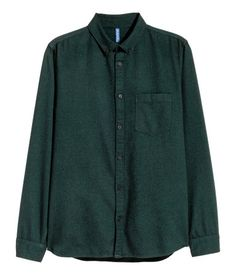 Dark green. Long-sleeved shirt in soft, brushed cotton twill. Turn-down collar and chest pockets with flap and button. Regular fit.