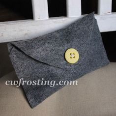 No-Sew felt button envelope -perfect for gifts