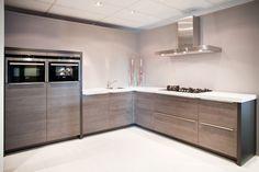 Design keuken. Mooi strak, zonder bovenkastjes. | DB Keukens: 315 x 290