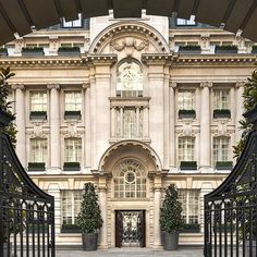 A 5 star Edwardian Hotel just steps from Covent Garden. Check prices and availability for Rosewood Hotel London, today. Covent Garden, Rosewood London, Rosewood Hotel, Top Hotels, Hotels And Resorts, Cheap Hotels, Hilton Hotels, Palaces, Le Riad