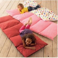 I need to make one of these, except bigger for a queen size blanket. I bet it'd be so warm!