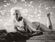 marilyn-monroe-in-the-pool-by-lawrence-schiller-1962-07
