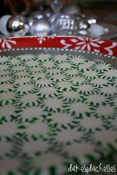 I first saw this peppermint serving tray idea in Southern Living and I loved it!  What a beautiful foundation for a cheesecake or a pie … or anything, for that matter.  I'd love to deliver a peppermint platter of cookies to someone. This idea has been pinned on Pinterest and I've seen varying reviews and …