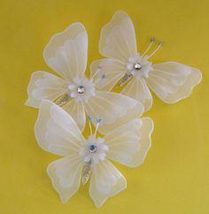 Borboletas em papel vegetal para arranjos florais, porta-guardanapos etc...detalhes em cristal água e gliter e antenas em prateado. Dimensões aproximadas: 8x10cm. Pedido mínimo: 24 unidades. R$ 2,50