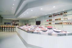 interiorismo pescadeia / diseño espacio comercial/ diseño momocolor / pavimento continuo /