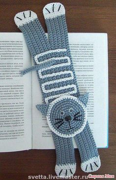No pattern, just inspiration. Crochet Bookmarks, Crochet Books, Crochet Gifts, Chat Crochet, Crochet Baby, Crochet Stitches, Crochet Patterns, How To Make Bookmarks, Book Markers