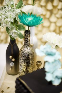 DIY Painted Wine Bottles | DIY spray paint and glitter wine bottles Photo By Steph ... | Crafts