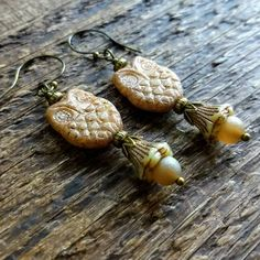 Brown owl earrings with flower dangles, Halloween jewelry, Woodland owl earrings Owl Jewelry, Jewelery, Jewelry Design, Earrings Handmade, Handmade Jewelry, Unique Jewelry, Owl Earrings, Glass Earrings, Halloween Jewelry