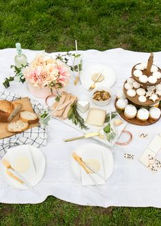 Picnic cupcakes, boho decorations and a delicious picnic spread - a perfect set up for a lovely afternoon tea party picnic Picnic Bridal Showers, Summer Bridal Showers, Bridal Shower Favors, Picnic Party Favors, Picnic Theme, Afternoon Tea Tables, Afternoon Tea Parties, Outdoor Tea Parties, Picnic Date