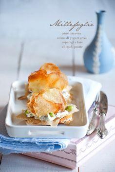 Mon petit bistrot: Millefoglie (di carasau) con cremoso di asparagi e fave e chips di patate
